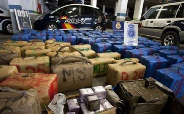 حجز حوالي 2 طن من مخدر الشيرا مخبأة داخل إسطبل بضواحي أصيلة