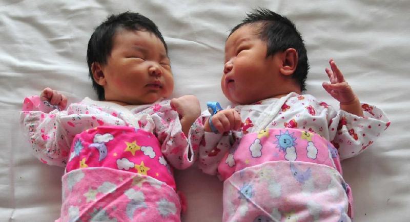 حوافز مالية للتشجيع على الإنجاب في الصين