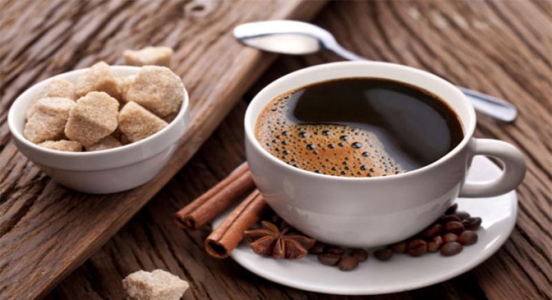 دراسة حديثة تحذر من إضافة السكر للقهوة والشاي!