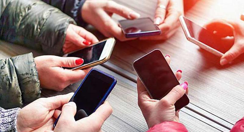دراسة تكشف عن مخاطر جديدة للهواتف الذكية!