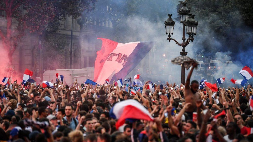 قتيلان و 292 موقوفا كحصيلة أولية لإحتفلات الجماهير الفرنسية