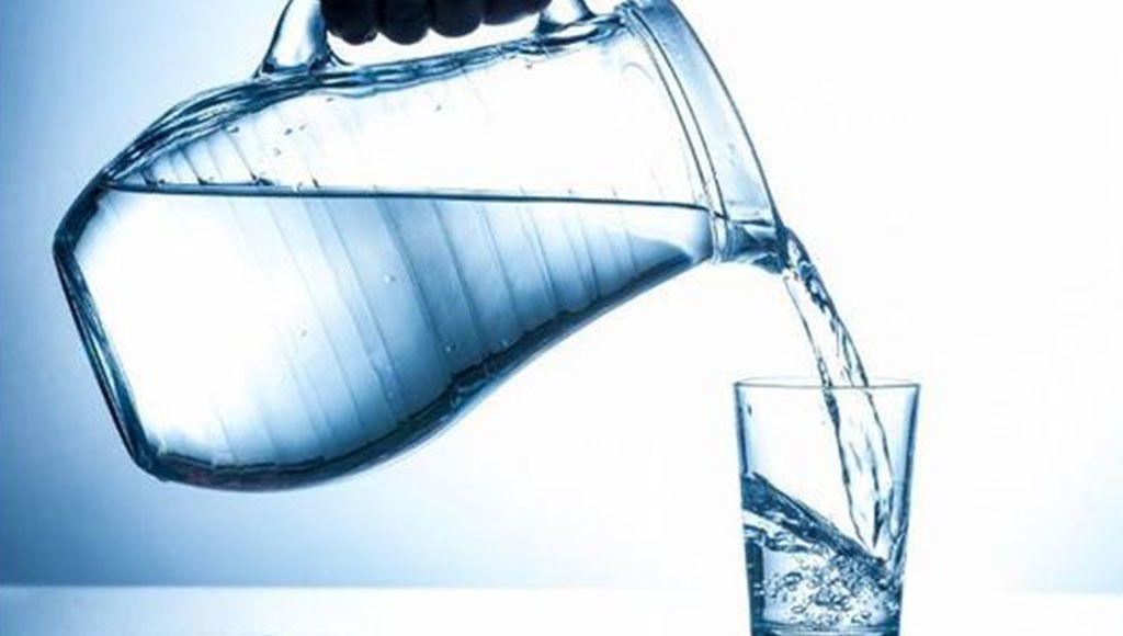 قد تصل للموت.. مخاطر لا تصدق لكثرة شرب الماء