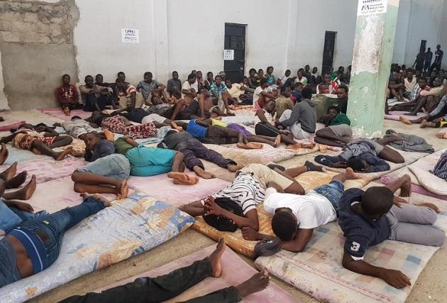 الجزائر تطرد مهاجرين أفارقة في ظروف غير إنسانية