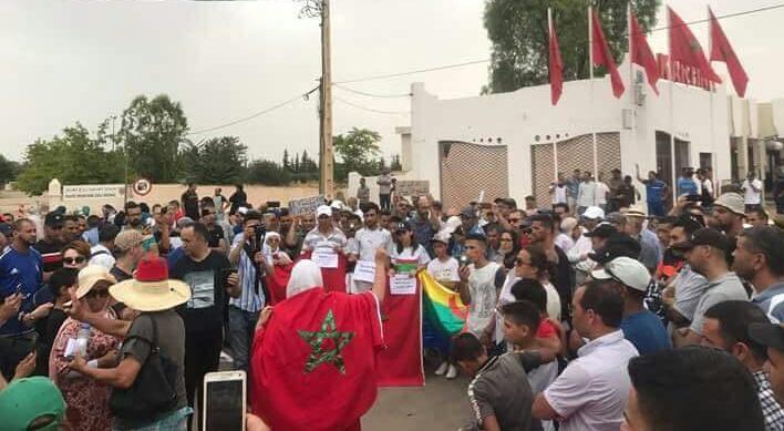 وقفة فتح الحدود تلهب ''فيسبوك''.. ونشطاء مغاربة وجزائريون يعلقون: ديما خاوة