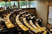 الحكومة مطالبة بالعمل على إصدار دبلومات المعاهد والمدارس في آجال معقولة