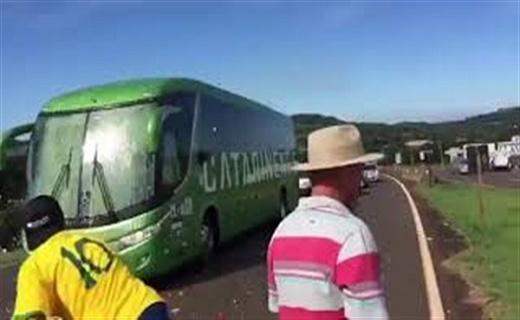 المونديال..الجماهير البرازيلية تهاجم حافلة اللاعبين
