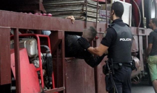 """مليلية المحتلة.. ضبط 8 مهاجرين أفارقة وسط """"خردة معدنية"""" متجهة إلى إسبانيا"""