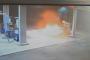 بالفيديو.. شخص يحرق محطة وقود بأكملها بسبب