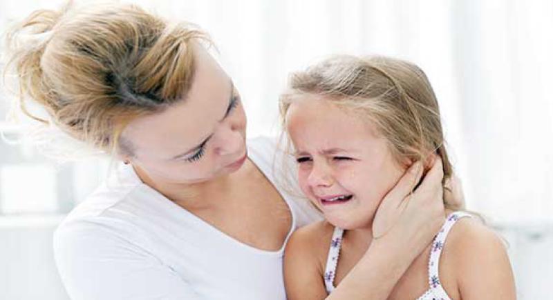 لا للضرب أو التخويف.. كيف تحمي أطفالك من الأزمات النفسية؟