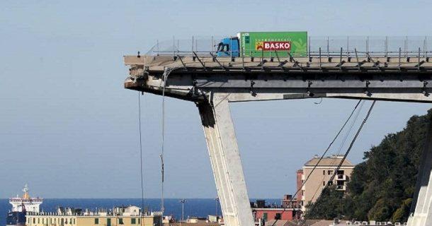هكذا نجا سائق مغربي من انهيار جسر جنوى بإيطاليا...