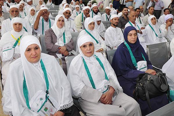 الحجاج الجزائريون يعانون التيه والجوع بالديار المقدسة