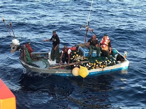 البحرية الإسبانية تنقذ صيادين مغاربة فقدوا في عرض البحر منذ أيام