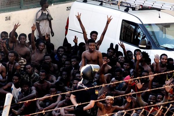 مافيات تغرق المغرب بالمهاجرين الأفارقة بعد إغلاق إيطاليا لأبوابها