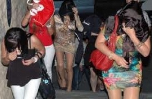 اعتقال 35 مومسا و3 وسطاء دعارة في فيلا بمراكش