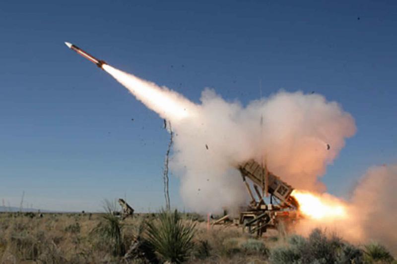 إصابة 26 شخصاً في السعودية بشظايا صاروخ باليستي حوثي (صور)