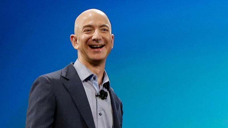 أغنى رجل في العالم يخصص مليارى دولار لمساعدة المشردين