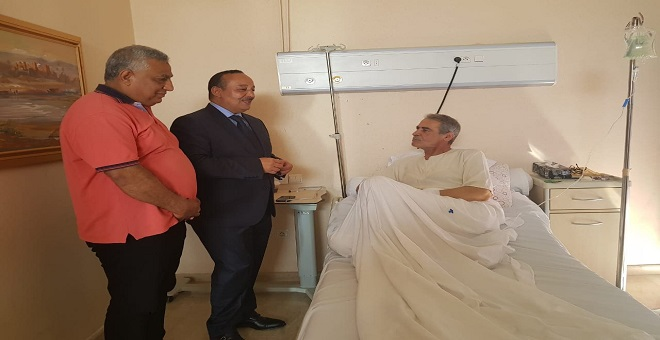 بالصور.. الأعرج يزور ميمون الوجدي بعد نقله إلى المستشفى العسكري