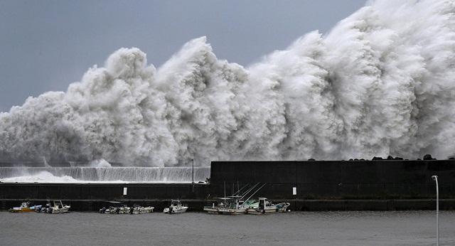 اليابان..  قتلى وخسائر جسيمة بسبب أقوى إعصار منذ 25 سنة