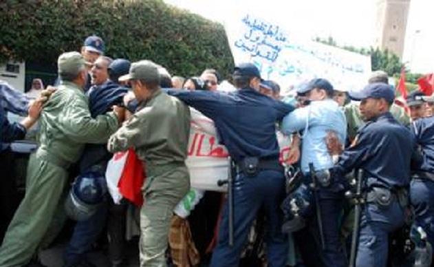 الجزائر.. اشتباكات عنيفة بين قوات الدرك ومتقاعدي الجيش
