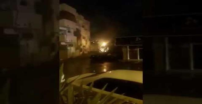 بالفيديو.. انفجار مهول لمحول كهرباء بسبب هطول الأمطار