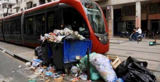 بالفيديو: شوارع وأزقة الدار البيضاء تغرق في النفايات