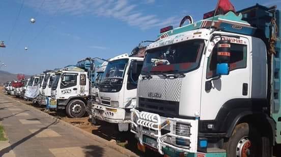 وسط إضراب الشاحنات.. مهنيون يتوعدون بشل قطاع النقل