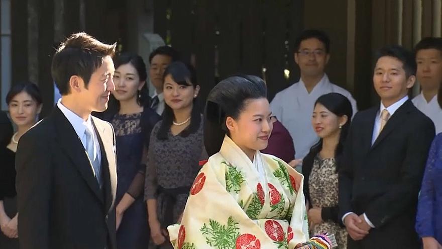 بالفيديو.. أميرة يابانية تقبل بالتخلّي عن لقبها الملكي من أجل الحب !
