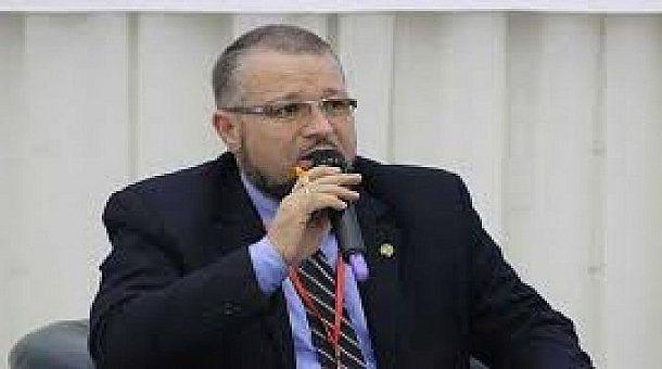 الجزائر.. نائب برلماني يكشف ملفات فساد في البرلمان