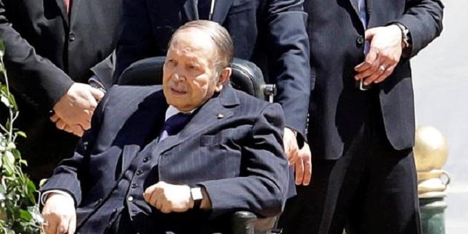 """حزب جزائري: التمسك بإبقاء بوتفليقة في السلطة """"ضرب من الجنون"""""""