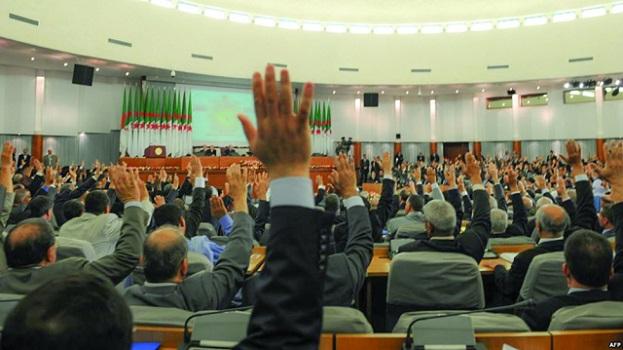 المعارضة الجزائرية: أزمة البرلمان لها علاقة بصراعات داخل أروقة الحكم