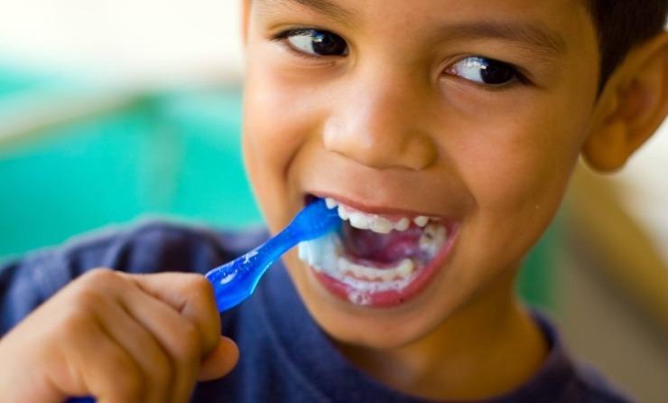 تعرف على العُمر الافتراضي لفرشاة أسنان أطفالك