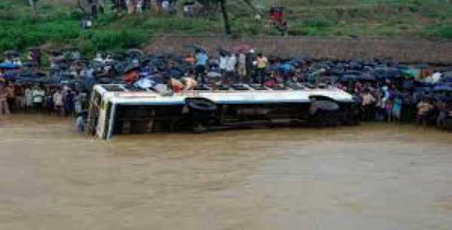 سقوط حافلة ركاب في نهر بالصين نحو عمق 50 مترا