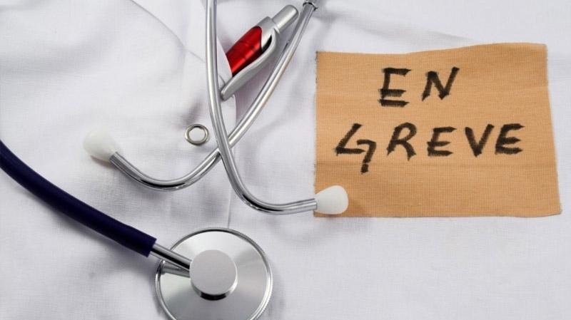 أطباء القطاع العام يخوضون إضرابا وطنيا وسط موجة استقالات