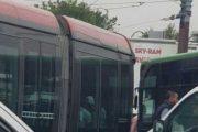 اصطدام بين الترامواي وحافلة النقل يشل حركة السير بالبيضاء