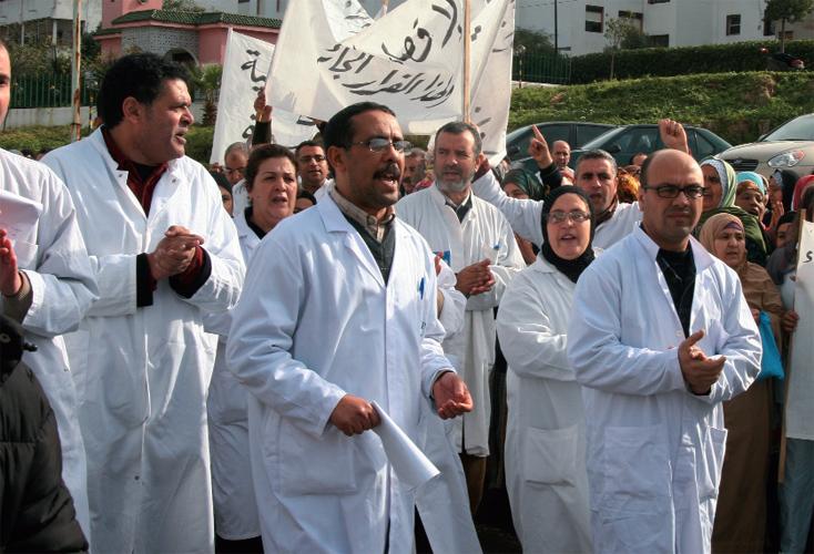 حداداً على قطاع الصحة.. الأطباء يخوضون إضراباً وطنياً بوزرة سوداء
