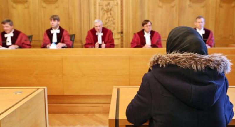 ألمانيا تعوض مُدرسة مُحجبة بعد رفض توظيفها