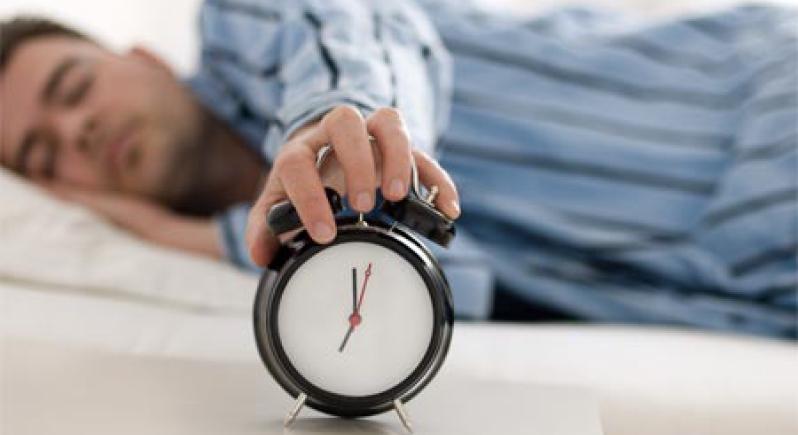 الرغبة في مواصلة النوم صباحا.. مرض نفسي؟!
