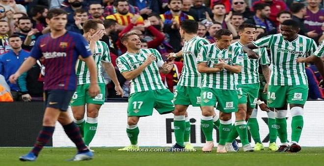 ريال بيتيس يذل برشلونة برباعية في عقر داره