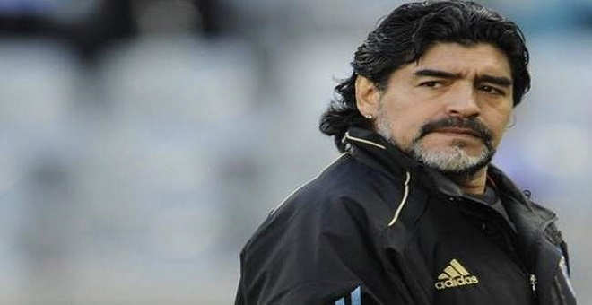 مارادونا ينتقد نقل نهائي