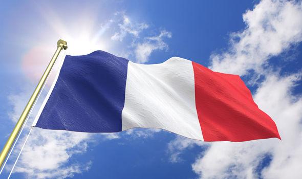 يهم الطلبة.. هذه أسباب الزيادة في رسوم الدراسة بفرنسا