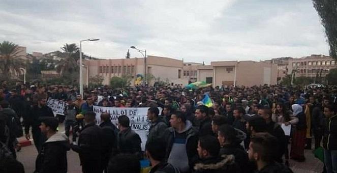 الجزائر.. قمع واعتقال متظاهرين خلال