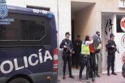 مغاربة وجزائريون يستقطبون