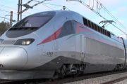 وفد وزاري يركب أول رحلة لقطار