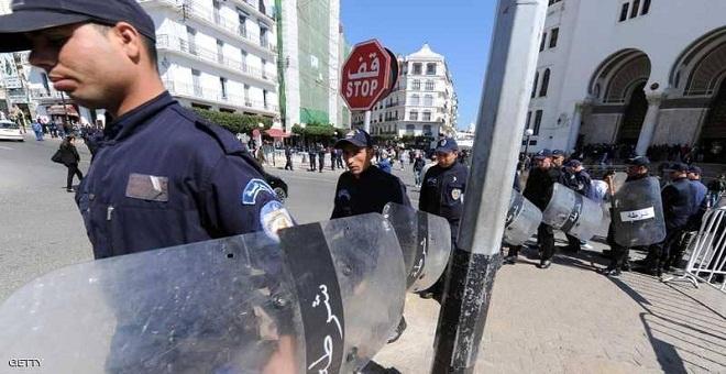 الجزائر.. توقيف شخص انتحل صفة ابن وزير