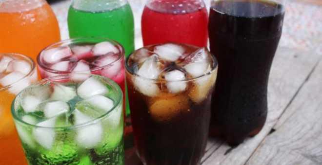 بدعوى الأضرار الصحية.. رفع الضرائب على المشروبات الغازية