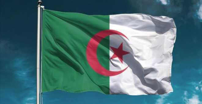 الإقالات والاستقالات مستمرة بالجزائر