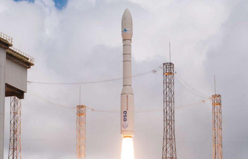 """بالفيديو: مدير المؤسسة الفضائية البريطانية يوضح القيمة المضافة للقمر الصناعي """"محمد السادس – ب"""""""