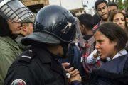 صورة تلميذة غاضبة من الأمن تؤجج تعليقات