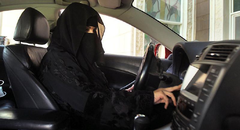 هكذا تعامل سعودي مع زوجته لمنعها من القيادة!