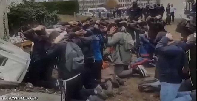 فرنسا .. الشرطة تعتقل تلاميذ ثانوية بطريقة مهينة صدمت وزير التربية